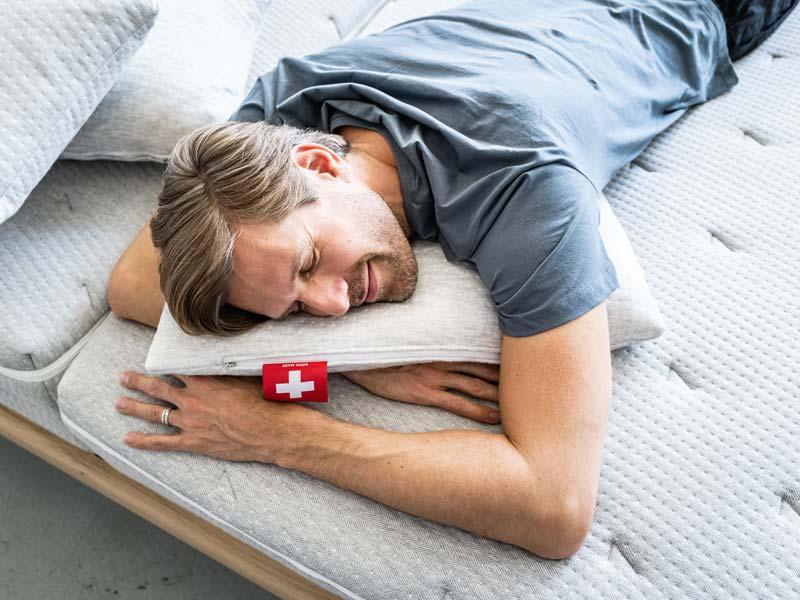 Perfekter Schlaf dank Kopfkissen und Matratze von SEVEN SUNDAYS